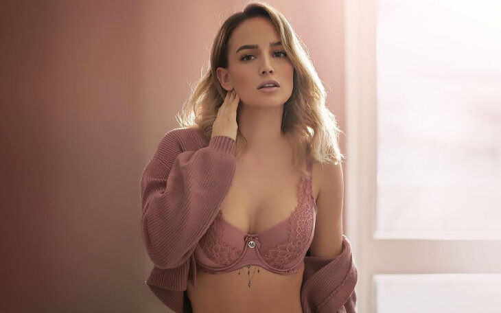 pretty mexican girl in pink lingerie